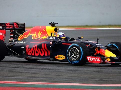 Red Bull di Sebastian Vettel in fase di frenata