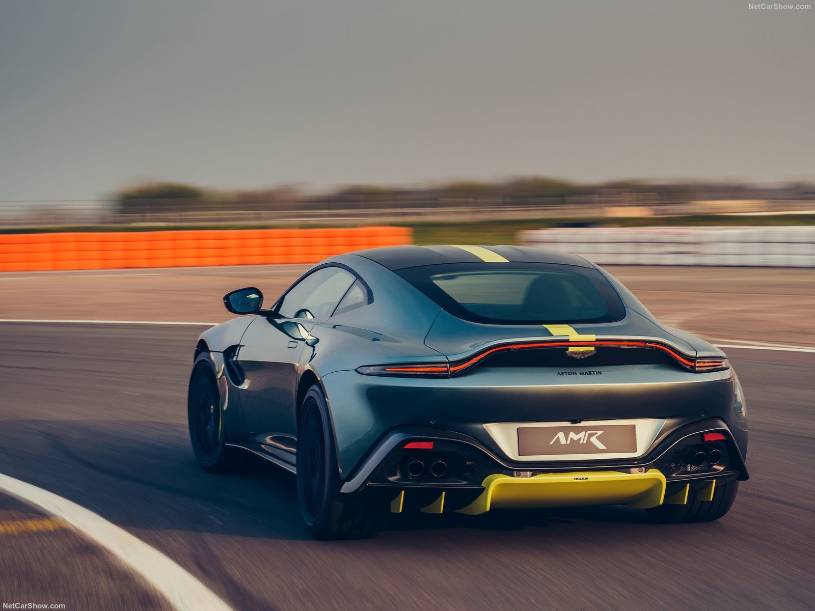 Aston Martin Vantage AMR: arriva il cambio manuale con 7 marce