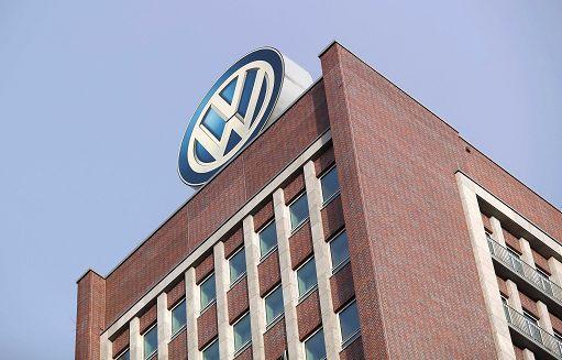 Volkswagen nuovo logo e ID.3, l'auto elettrica.