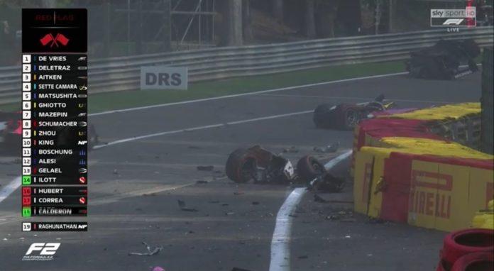 Incidente terribile in F2 all'Eau Rouge durante il Gran Premio. Piloti trasportati in ambulanza
