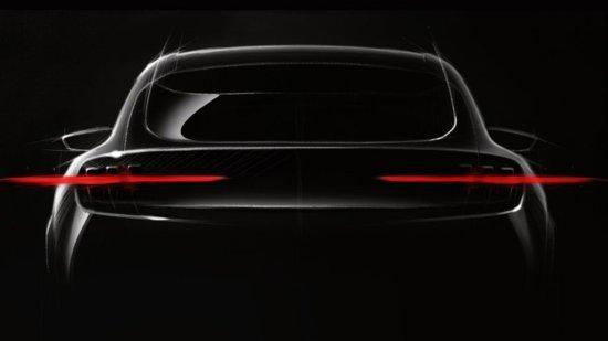 Ford Mustang: il SUV elettrico arriva il 18 novembre. Ecco i teaser ufficiali!