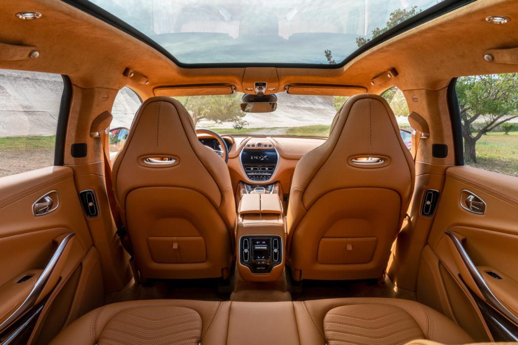 DBX Aston Martin interni