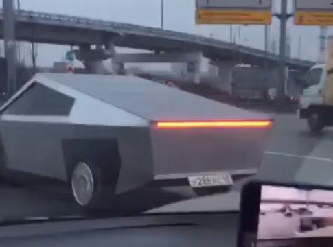 Cybertruck replicato a Mosca