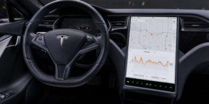 Tesla brevetta un volante con touch screen integrato
