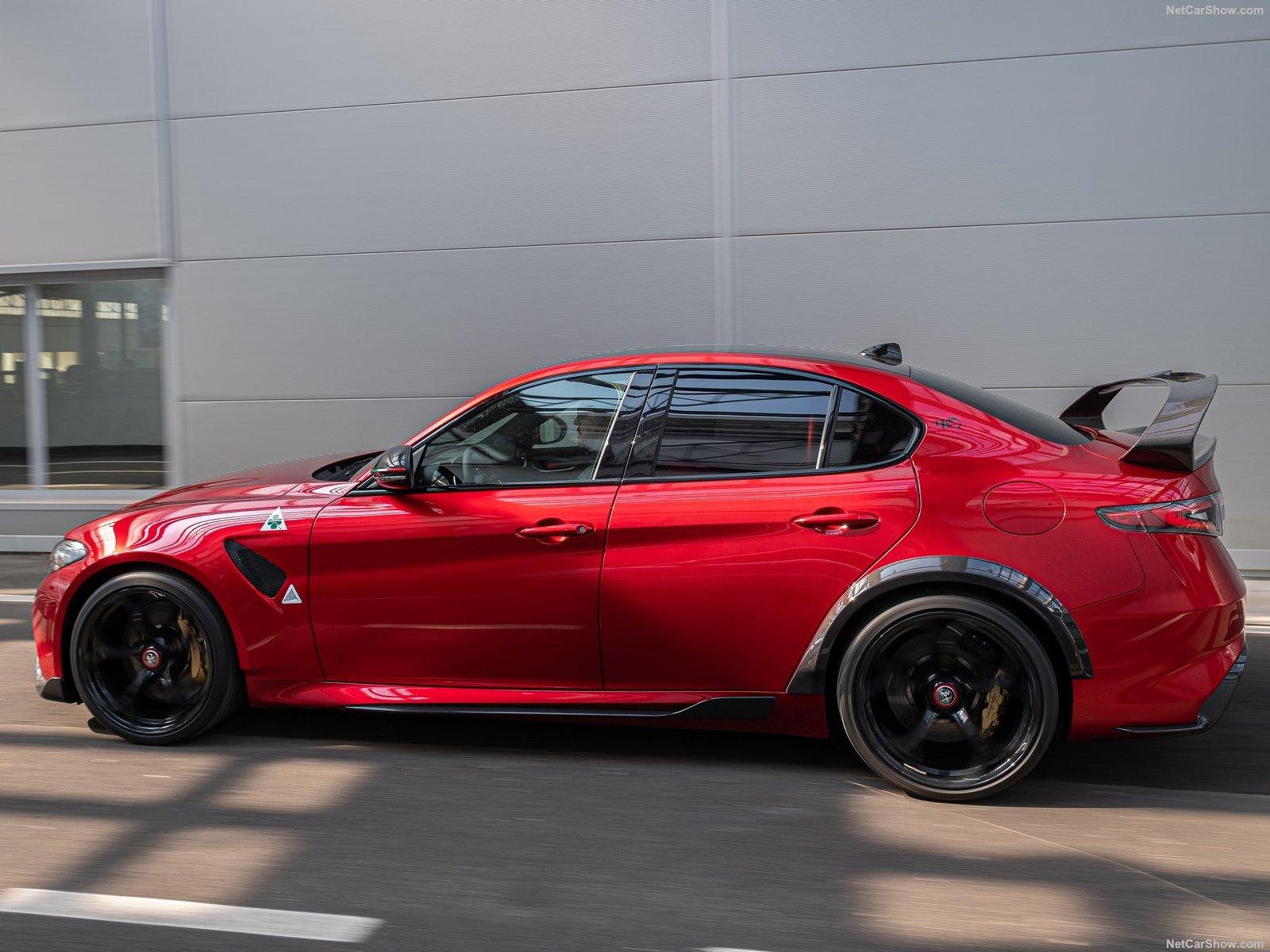 Alfa Romeo Giulia GTA E GTAm: Più Cavalli, Minor Peso