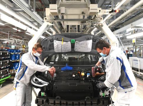 Volkswagen: ripartita la produzione della Golf e della ID.3