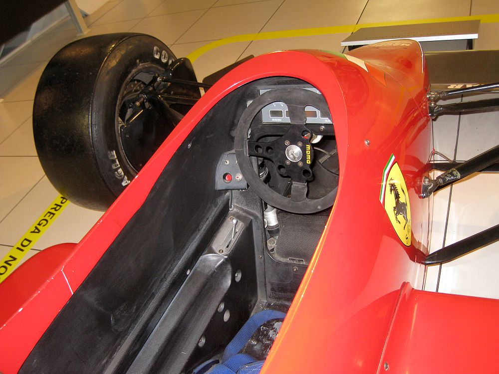 Ferrari 637 interno
