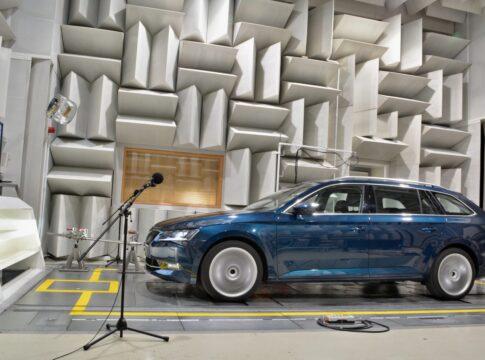 Skoda: come possono proteggere i pedoni le auto elettriche? (VIDEO)
