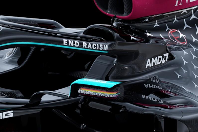 End Racism scritto sull'Halo della Mercedes con livrea nera