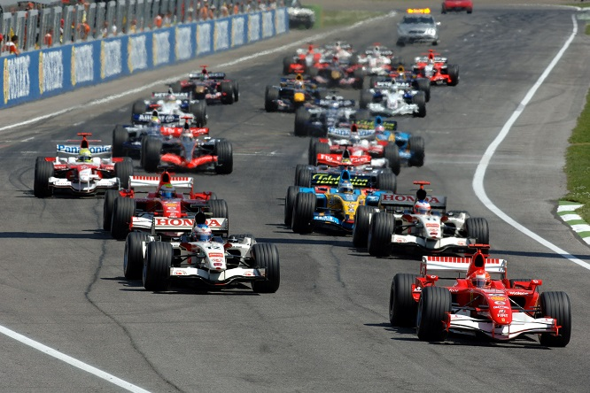 23.04.2006 Imola, Italy,  START of the RACE - Formula 1 World Championship, Rd 4, San Marino Grand Prix, Sunday Race - www.xpb.cc, EMail: info@xpb.cc - copy of publication required for printed pictures. Every used picture is fee-liable. © Copyright: GEPA / xpb.cc - LEGAL NOTICE: THIS PICTURE IS NOT FOR AUSTRIA PRINT USE, KEINE PRINT BILDNUTZUNG IN OSTERREICH!