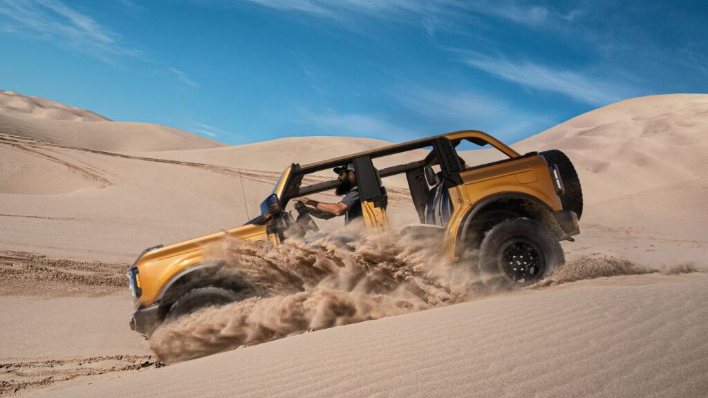 Ford Bronco in azione nel deserto