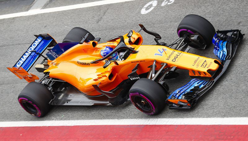 McLaren MCL-33: da notare la larghezza delle pance laterali