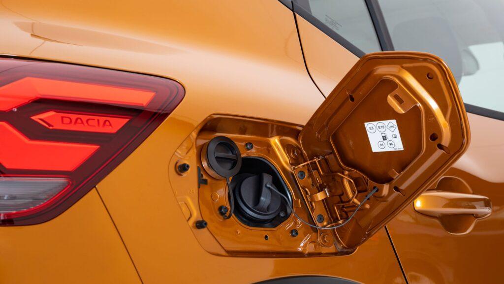 Bocchettoni dei serbatoi della nuova Dacia Sandero Stepway 2021 TCE 100 Eco-G
