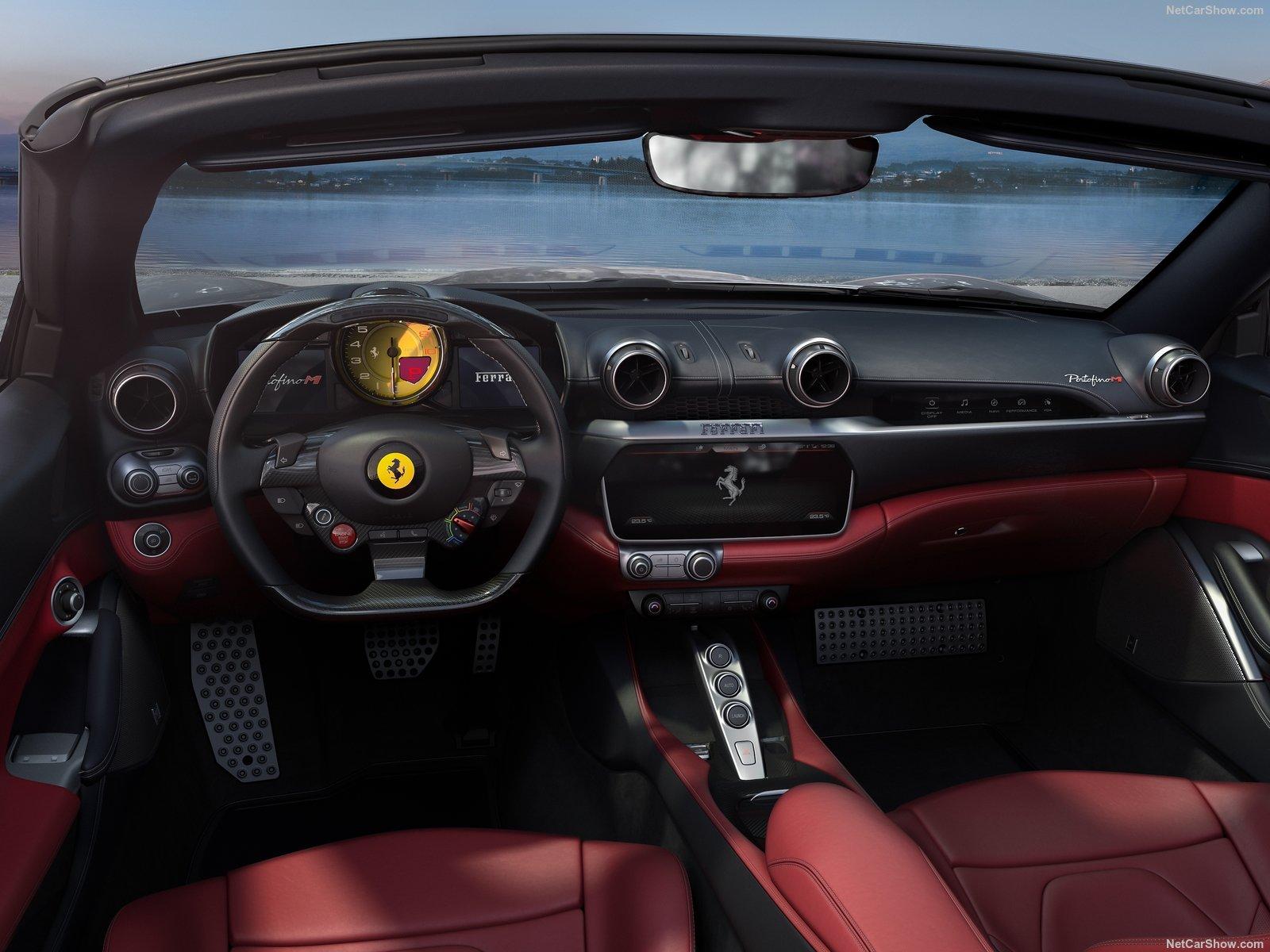 Gli interni della Ferrari Portofino M