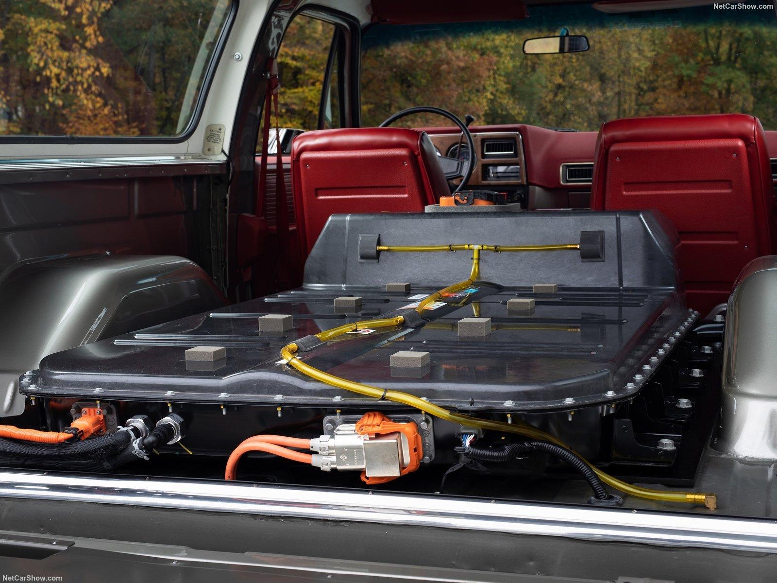 Il pacco batterie installato nel bagagliaio