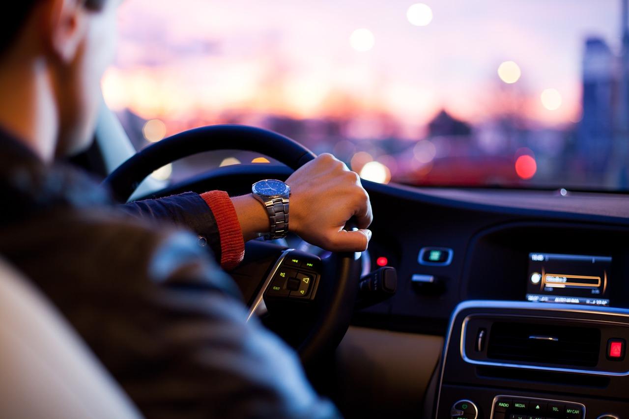 L'importanza del corretto posizionamento delle mani sul volante