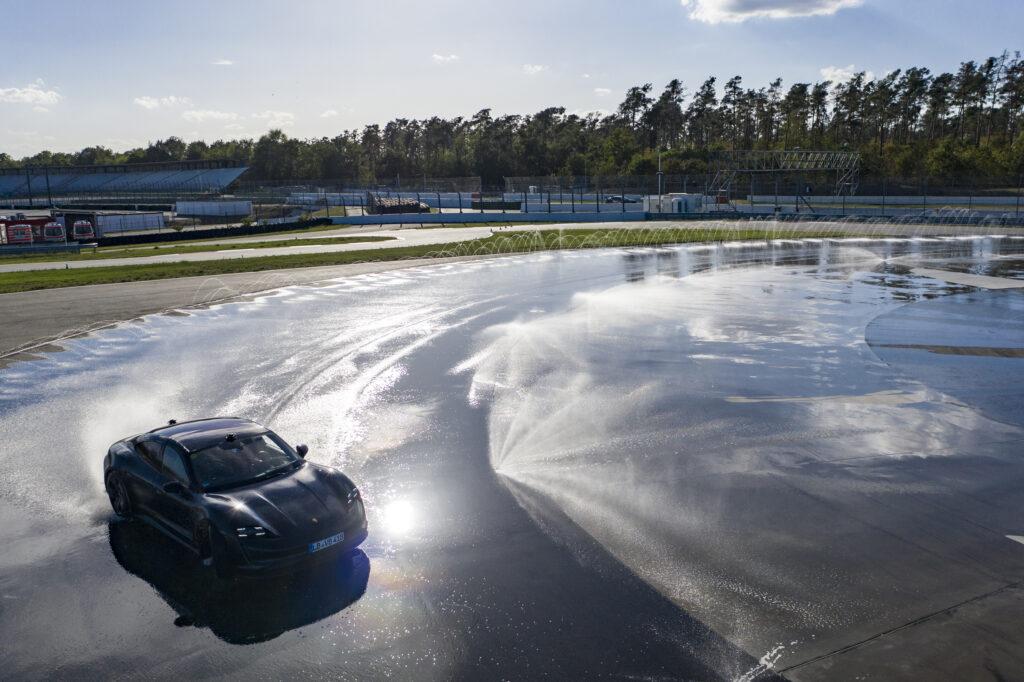 Porsche Taycan 2021 drift