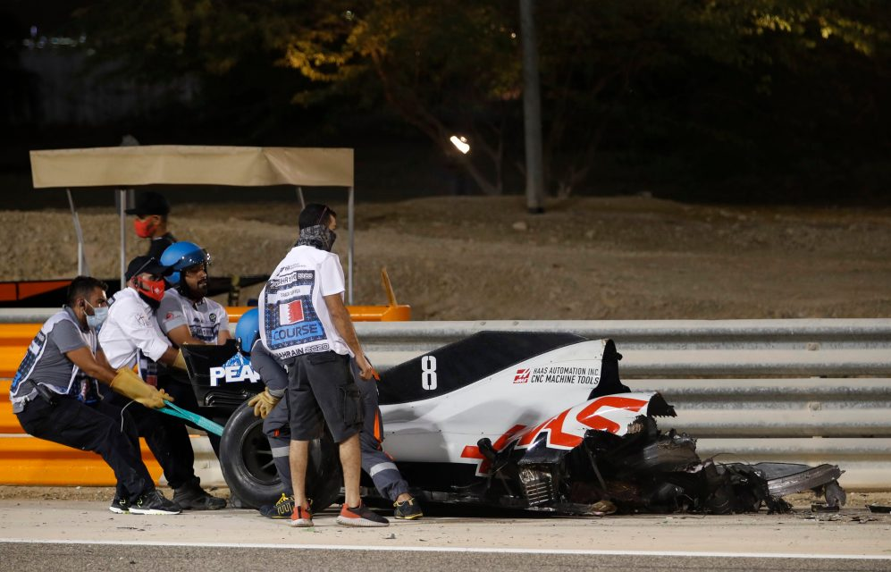 Incidente Romain Grosjean: la sua Haas si è letteralmente tranciata in due
