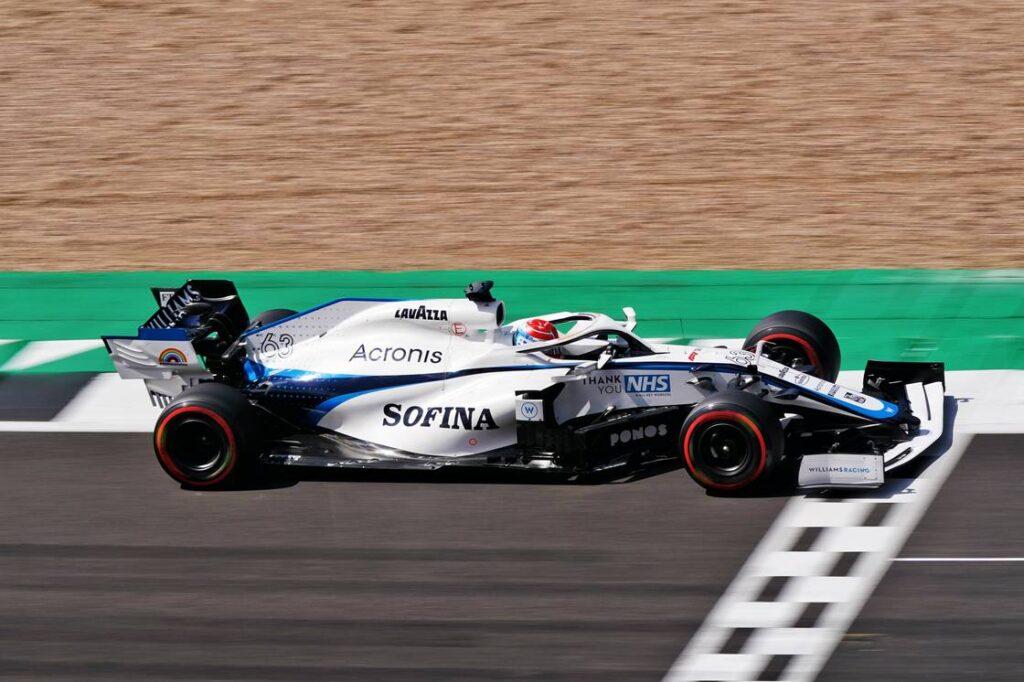 George Russell in azione con la Williams Mercedes FW43 a Silverstone 2020