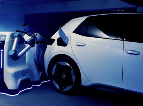 Volkswagen: arriva il prototipo di robot mobile per la ricarica delle auto elettriche