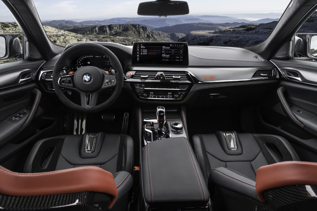 BMW M5 CS: l'abitacolo