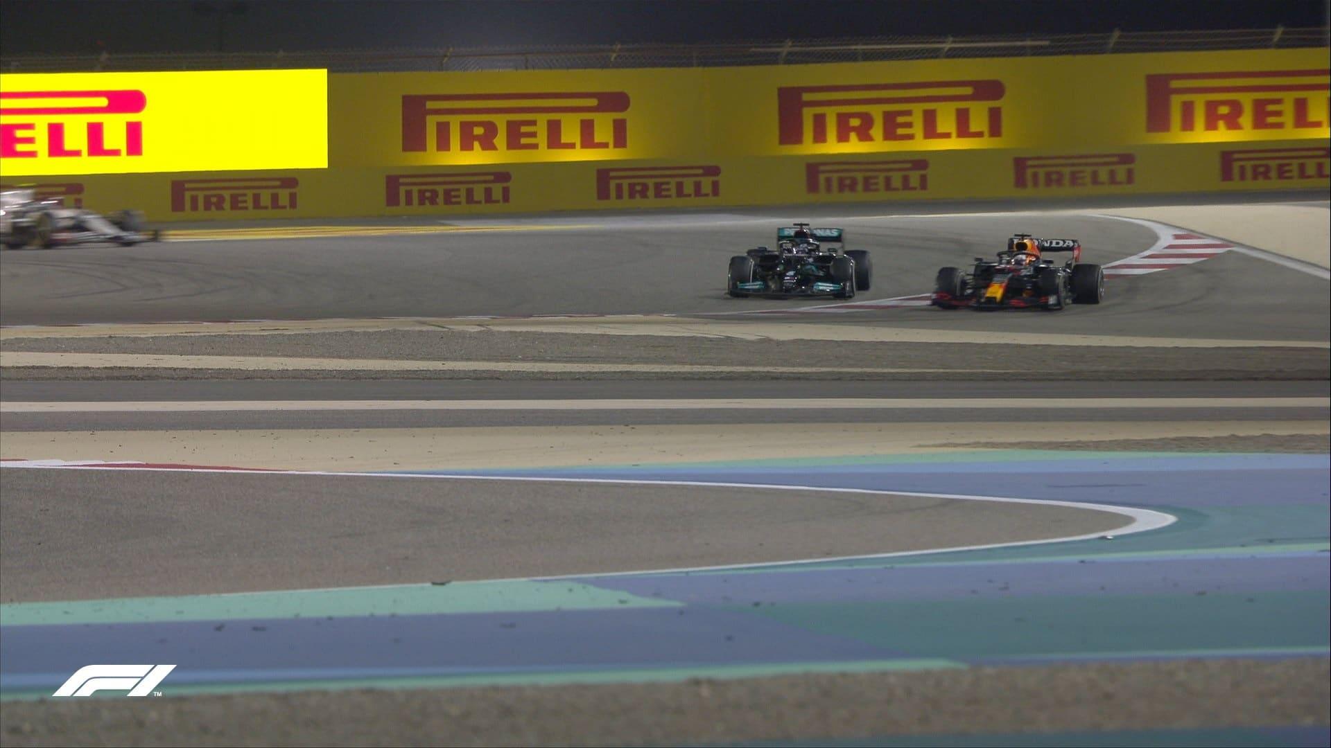 GP del Bahrain, Hamilton vs. Verstappen: il direttore di gara chiarisce il regolamento sui track limits in curva 4