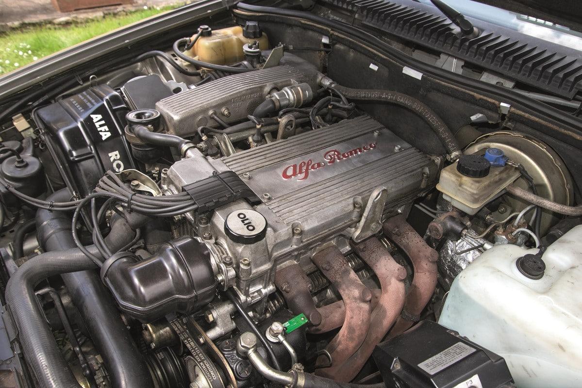 Il motore twin spark dell'Alfa 75