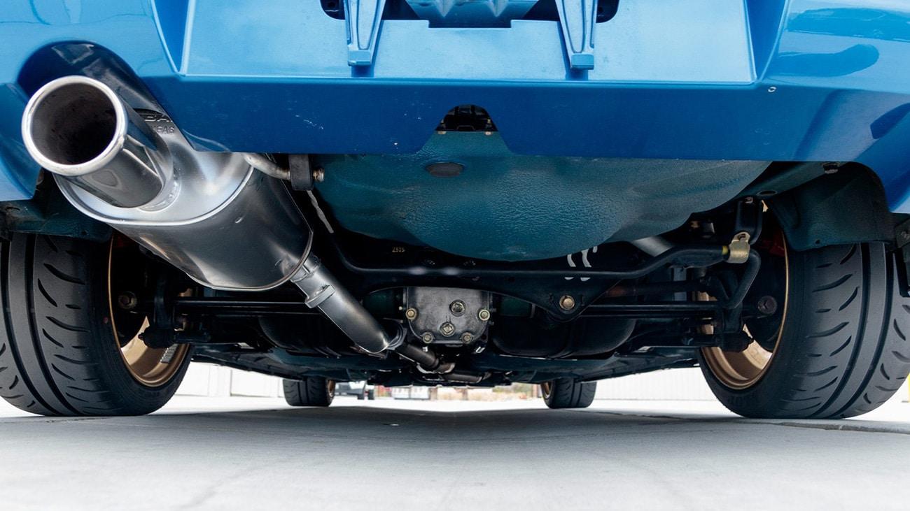 L'impianto di scarico dela Subaru Impreza 22B STI venduta all'asta ieri