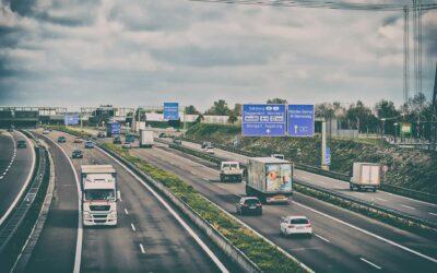 Ricaricare le auto elettriche andando in autostrada