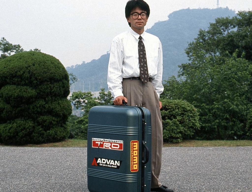 Quando gli ingegneri Mazda inventarono... l'auto-valigia guidabile
