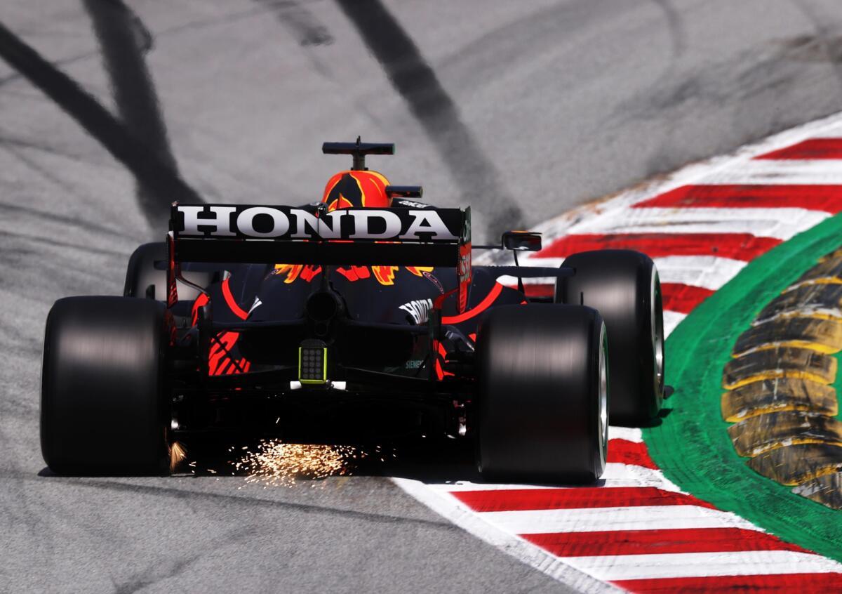 Red Bull in azione nel GP di Spagna, dopo il quale sono nate le polemiche riguardo le ali posteriori flessibili
