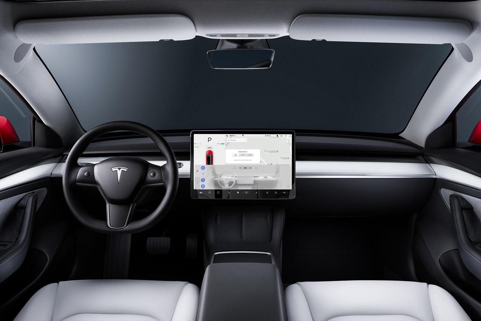 Tesla Autopilot: in America si indaga su 11 incidenti causati dalla guida autonoma dal costo di 10 mila dollari