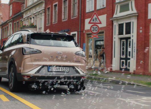 Hyundai Nexo l'auto che emette fiori e bolle di sapone