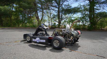 Il Go-Kart alimentato da un piccolo motore rotativo ad idrogeno che pesa 2 chili