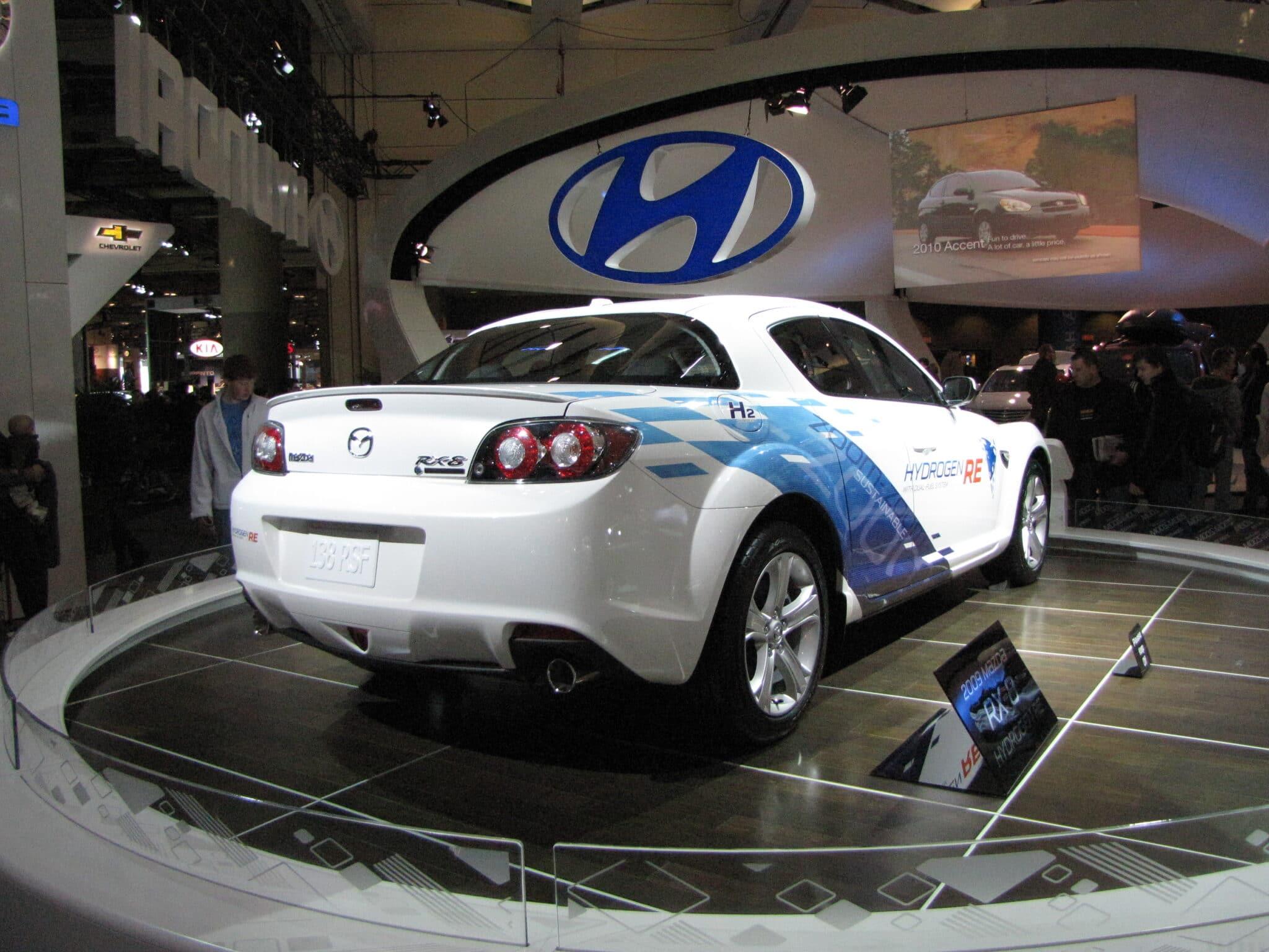 Quando la Mazda RX-8 Hydrogen RE presentò il prototipo al pubblico - Copyright foto: Wikipedia