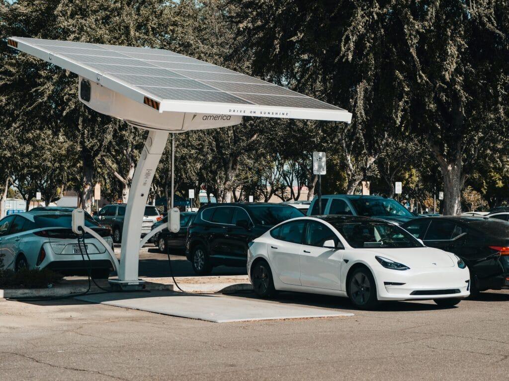 Il settore dei veicoli elettrici è il più colpito dalla crisi dei semiconduttori