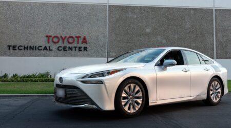 Toyota Mirai, record mondiale: 1360 km percorsi con un pieno di idrogeno